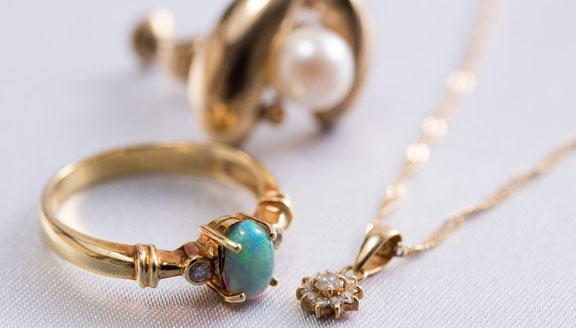 Best Online Stores For Women's Jewelry